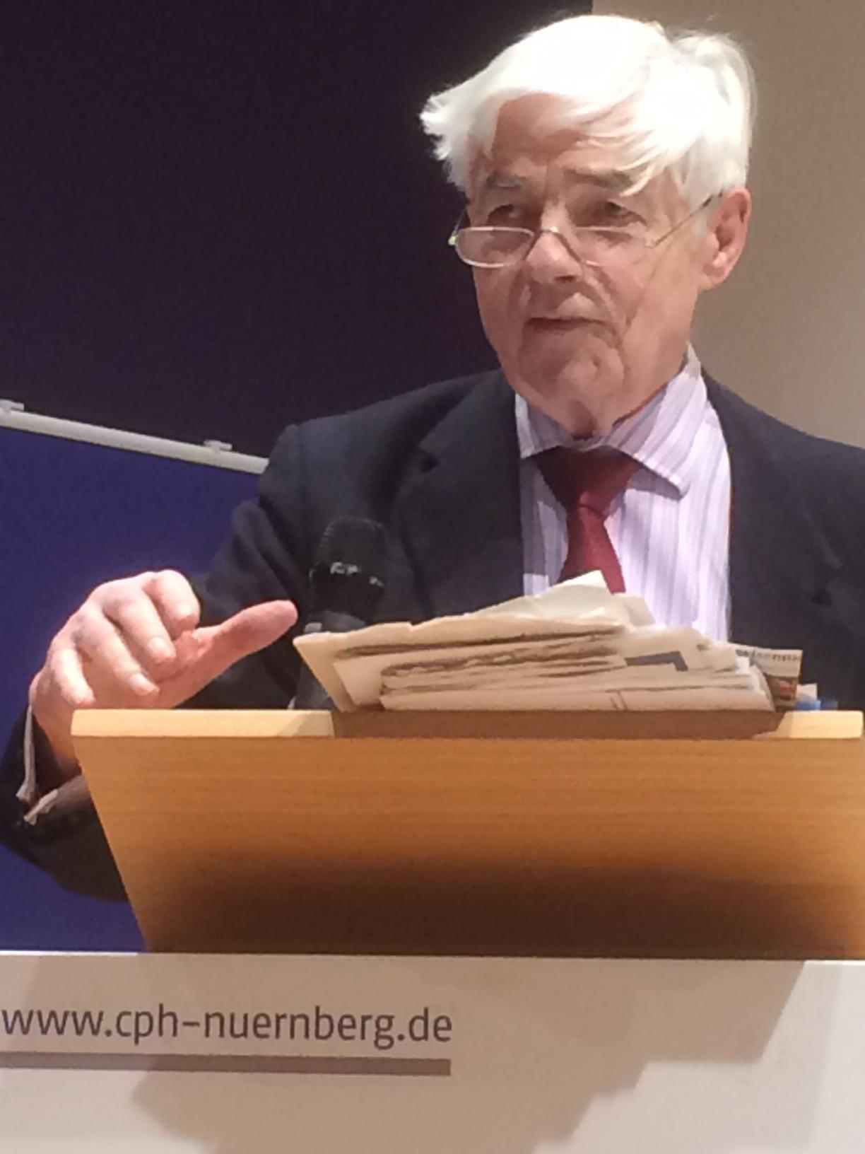 Prof. Dr. Michael Stürmer bei seinem Vortrag